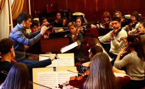 Orchestra 300x185 ۲۰ تمرین کاربردی در نوازندگی (به قلم اساتید)