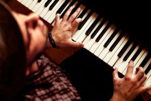 Piano 1 300x200 ۲۰ تمرین کاربردی در نوازندگی (به قلم اساتید)