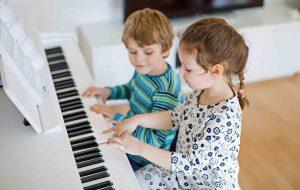 Playing Piano 300x190 ۲۰ تمرین کاربردی در نوازندگی (به قلم اساتید)