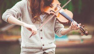 Violin 1 300x174 ۲۰ تمرین کاربردی در نوازندگی (به قلم اساتید)