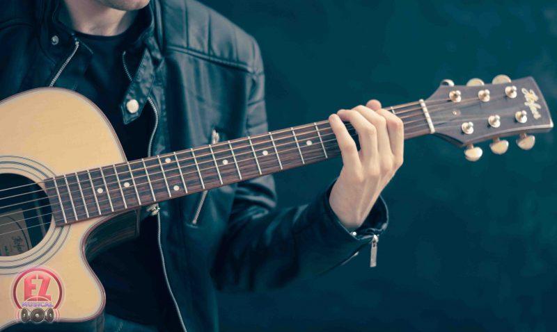 نحوه صحیح انگشت گذاری در گیتار