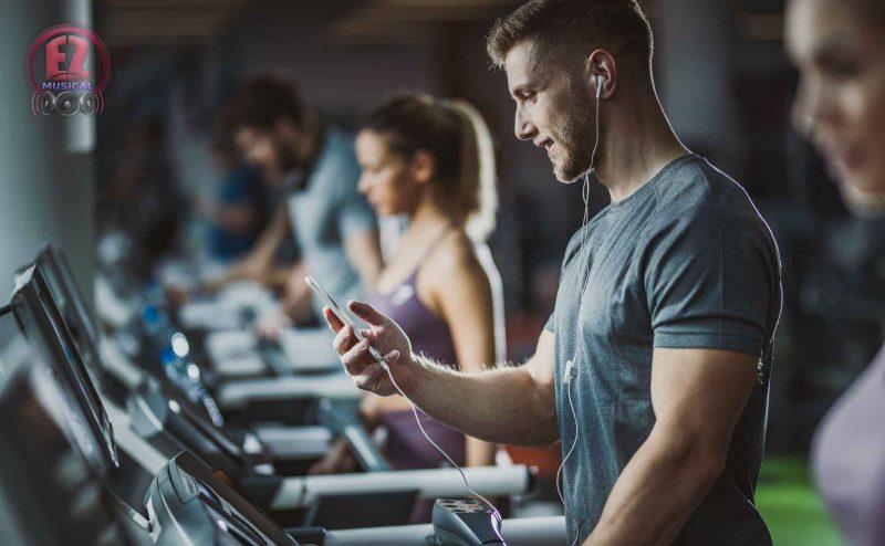 گوش دادن به موسیقی و ورزش راحت تر